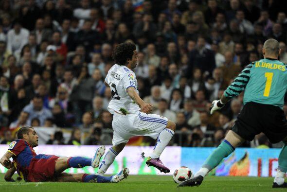Esta falta de Dani Alves cuando Marcelo se escapaba terminó en penalti.