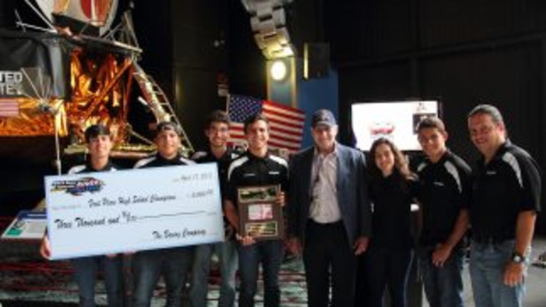 El equipo de la secundaria University Gardens de San Juan, ganador del R...