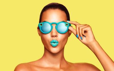 El diseño de las gafas sigue líneas clásicas en lug...