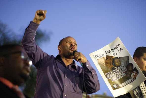 La familia de Michael Brown pide solidaridad, pero no violencia.  Con la...