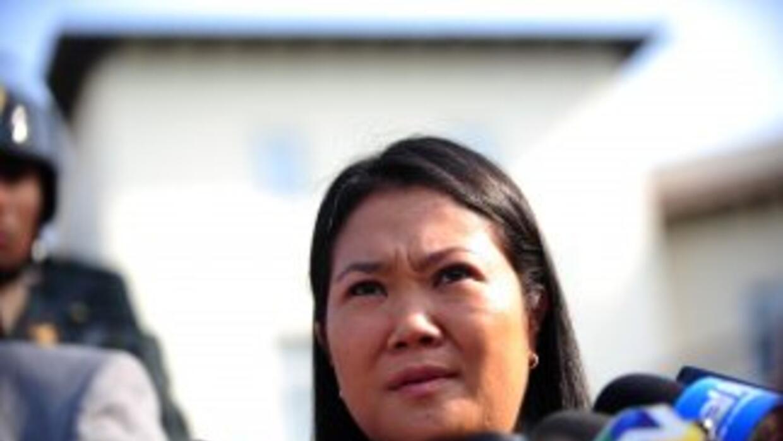 El partido de la candidata Keiko Fujimori destituyó a su portavoz, Jorge...