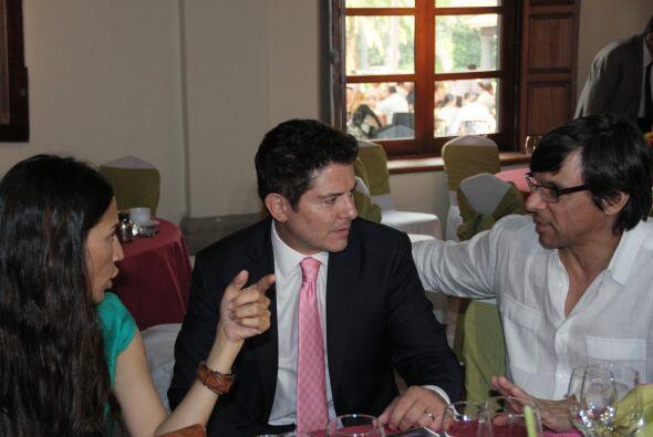 Ernesto Laguardia fue uno de los invitados que no paró de sociali...