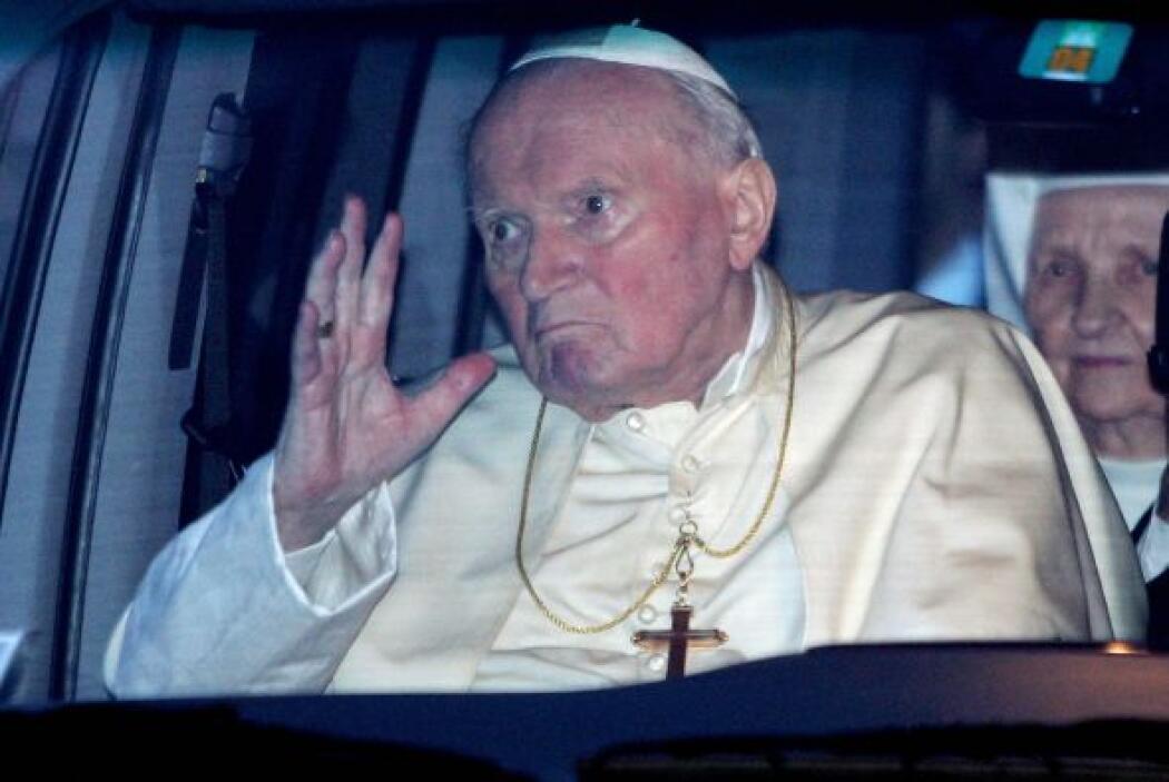 Aunque al Papa Juan Pablo II se le atribuyen cientos de milagros, solame...