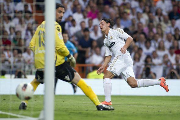 Finalmente, tenemos a un alemán de sumo talento, Mesut Özil.