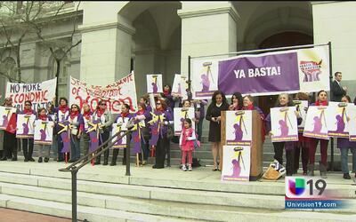 Mujeres inmigrantes se manifiestan en el Capitolio