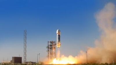La nave espacial tiene capacidad para transportar hasta seis personas, p...