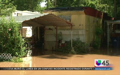 Crecida del río Brazos pone en alerta a residentes