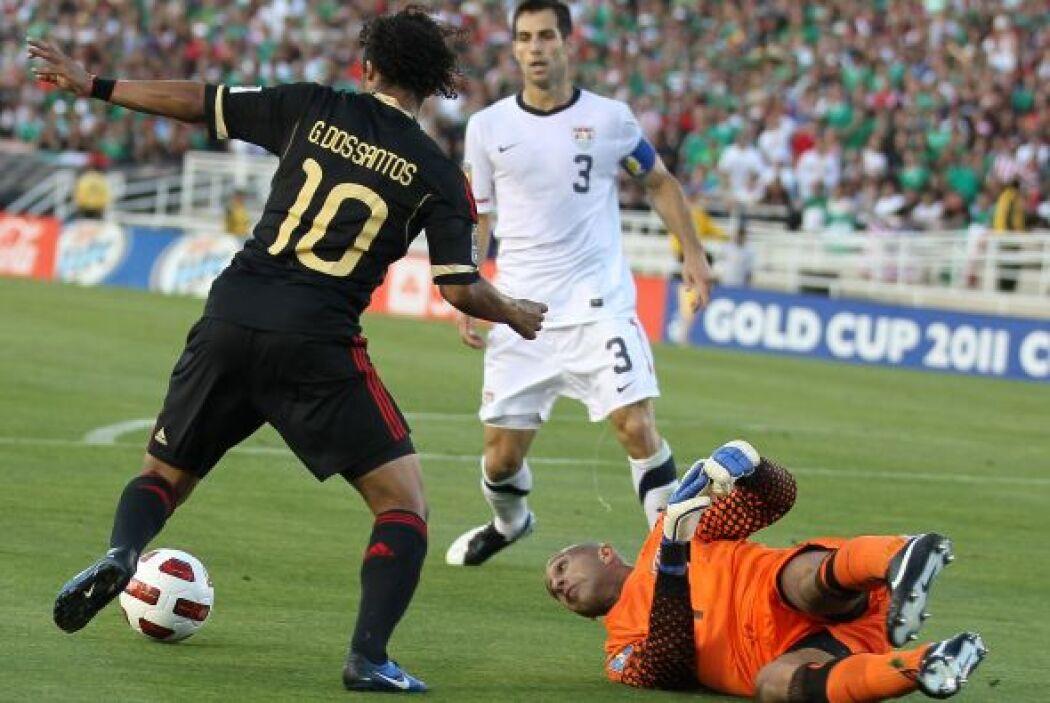 Obra de arte en el gol de Giovani Dos Santos, quien con muchísima clase...