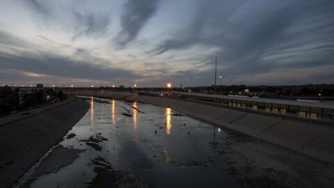 Una imagen del río Tijuana en el punto de entrada en México de 'El C...