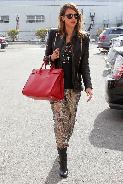 Jessica Alba es otra famosa con un súper 'street style'. ¡T...