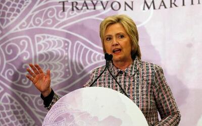 La aspirante a la nominación presidencial demócrata, Hillary Clinton, in...