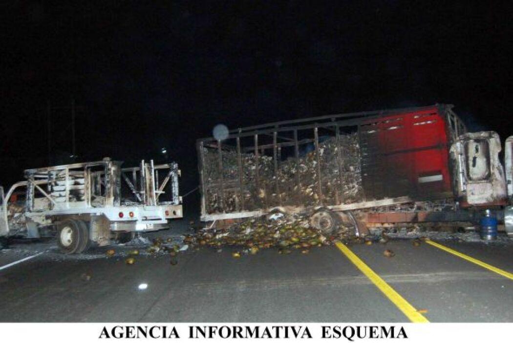 Los enfrentamientos iniciaron el miércoles por la noche en Apatzingán, l...