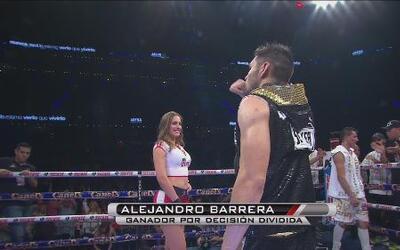 Alejandro 'Elegido' Barrera ganó de manera controversial a José de Jesús...