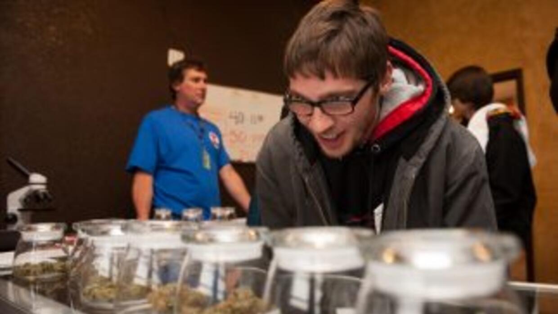 Colorado se convirtió en la primera entidad de EEUU que vende marihuana...