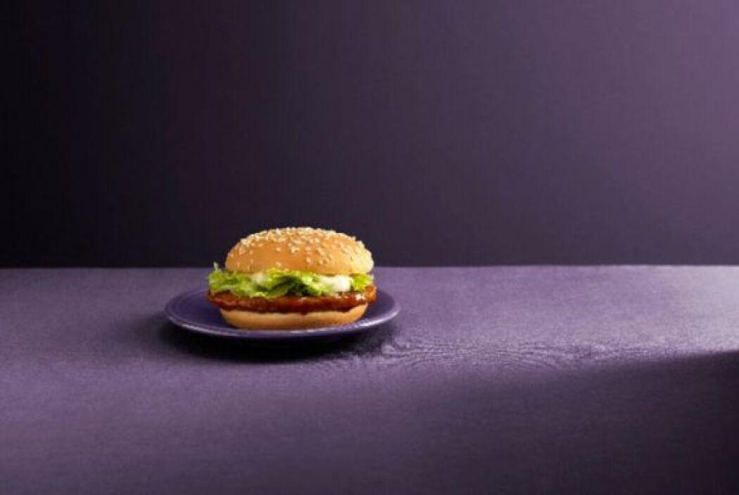 Korea - Bulgogi Burger (Hamburguesa de carne marinada a la parrila). Fot...