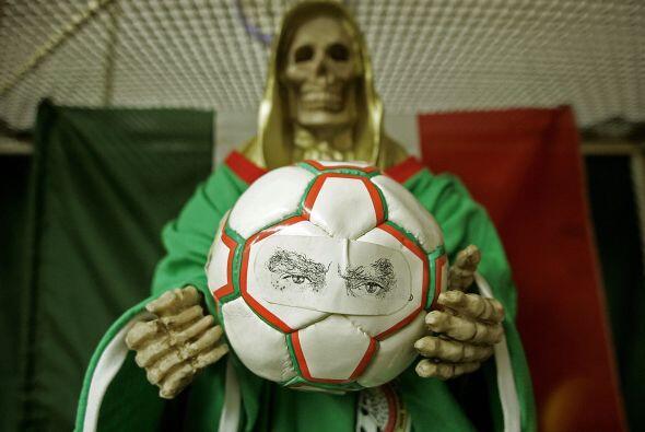 El fútbol es un deporte donde las costumbres y creencias juegan u...