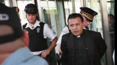 El sacerdote José Landaverde es arrestado a comienzos de mayo por la pol...
