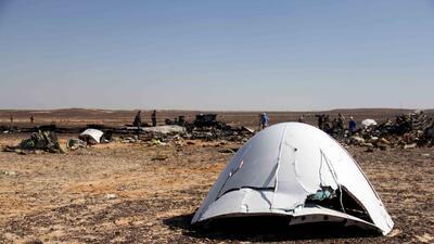Restos del avión Airbus de la aerolínea rusa Metrojet estaban esparcidos...