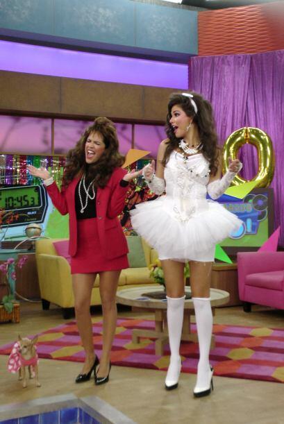 Las que no dejaban de bailar y cantar fueron Ana y Karla, que revivieron...