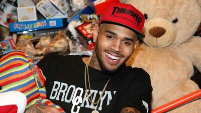 El espíritu navideño de Chris Brown