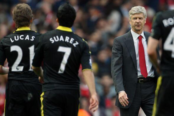 El técnico Arsene Wenger tampoco podía creer que el rival en turno los s...
