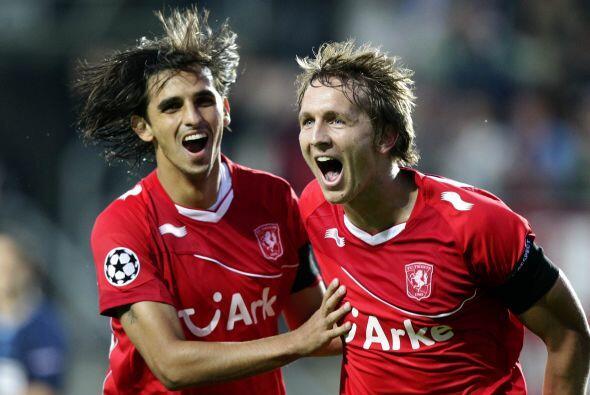 El Benfica ganaba 2-1, pero un tanto de Bryan Ruiz significó el 2-2 defi...