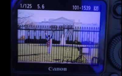 Un hombre saltó la cerca