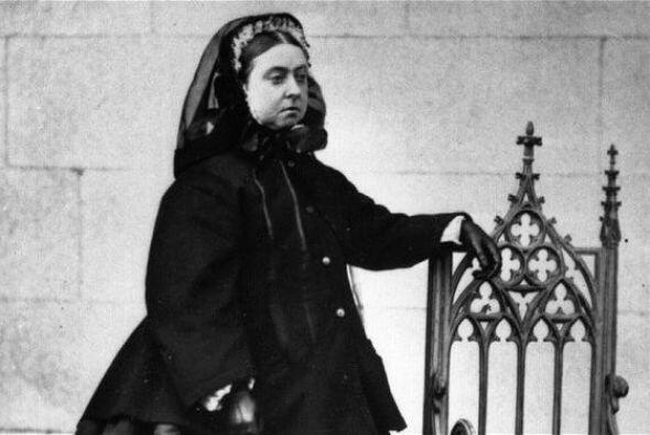 La reina Victoria fue la tatarabuela de Elizabeth II. Llegó al trono en...