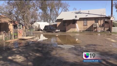 Río San Joaquín causa daños a casas de residentes en Patterson