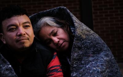 José y Candy Hernández esperan atención de un médico gratuito en el nort...