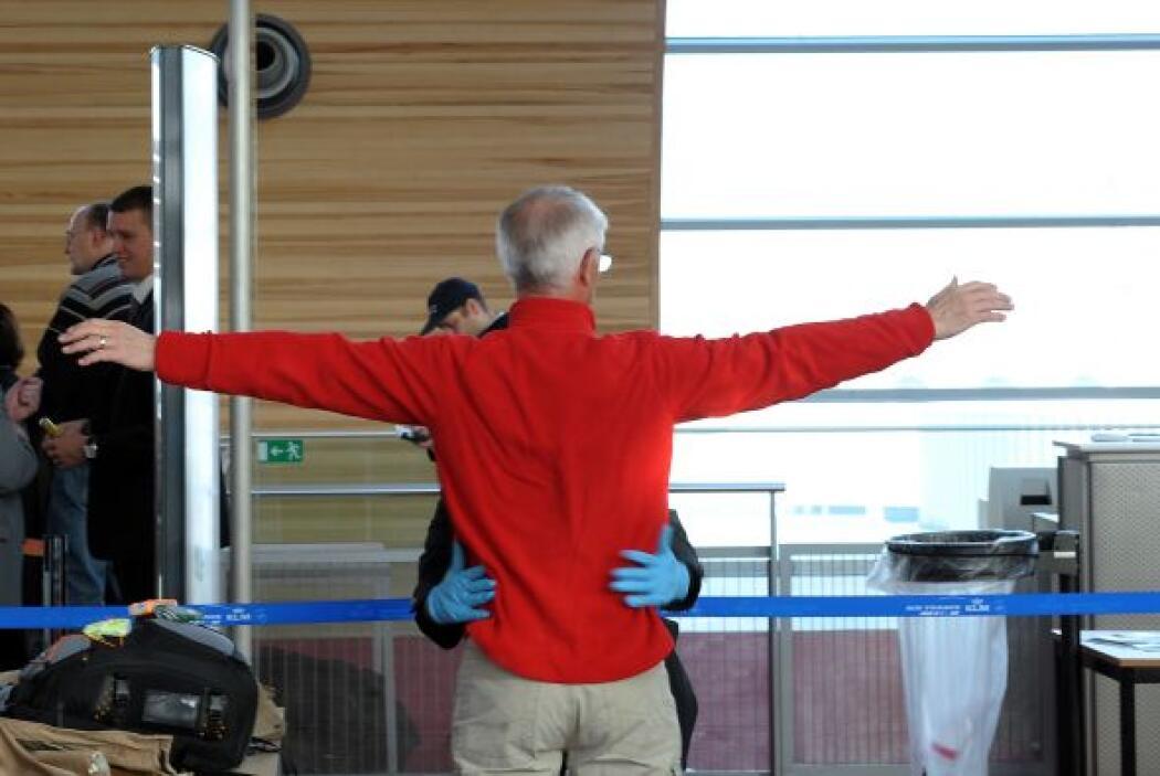Cada pasajero que pasa los controles de seguridad en los aeropuertos pue...