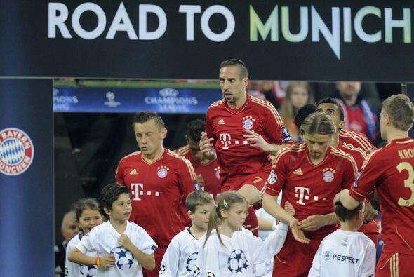 El otro partido del día se disputó en Alemania, entre el Bayern Munich y...