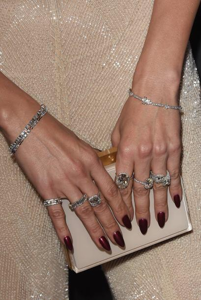 Tremendas piedrotas que traía en esos dedos. ¿Ven cómo si es una señal h...