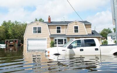 Estragos y tareas de limpieza por inundaciones en el noreste de EE UU