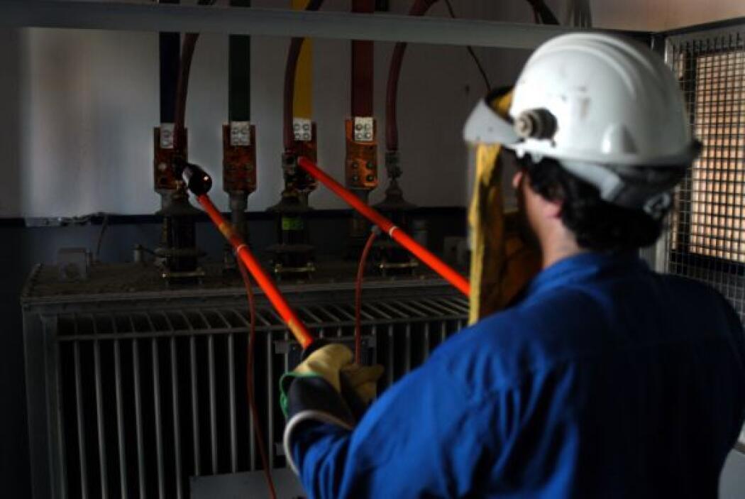 Otro sector que padece por el calor es la energía eléctrica que sufre un...