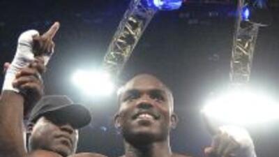 Bradley se enfrentaría a Peterson en marzo del 2013.