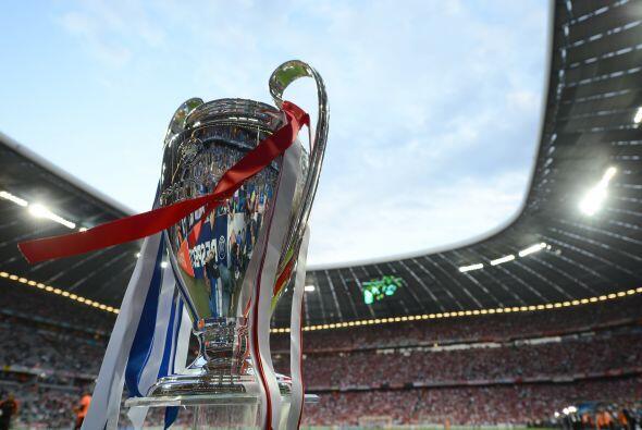 Y el trofeo esperó por su nuevo propietario. Chelsea o Bayern ser...