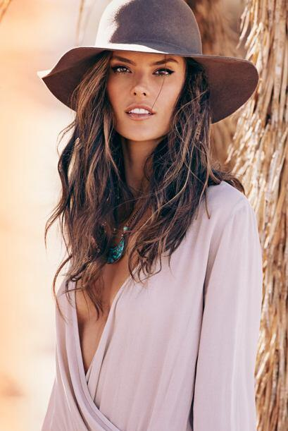 Alessandra Ambrosio además de modelo, diseñadora y empresa...