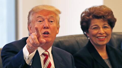 El candidato presidencial republicano Donald Trump sostiene una reuni&oa...