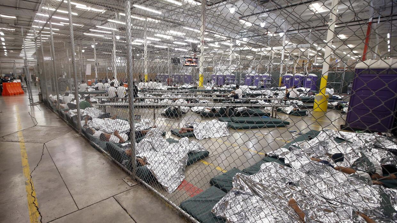 En el 2014 el alto número de niños migrantes detenidos en la frontera co...