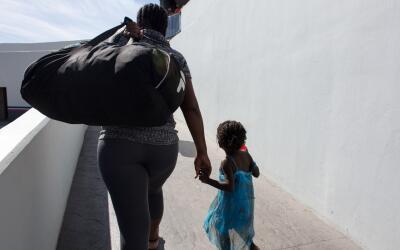 ¿Qué deben hacer los inmigrantes para que sus hijos nacidos en EEUU teng...
