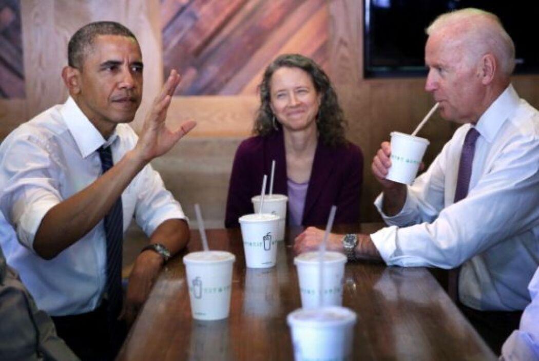 El presidente Barack Obama y el vicepresidente Joe Biden almorzaron en u...