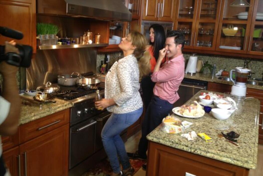 Y así a ritmo de pasito duranguense Vicky y Marisol Terrazas pusieron en...