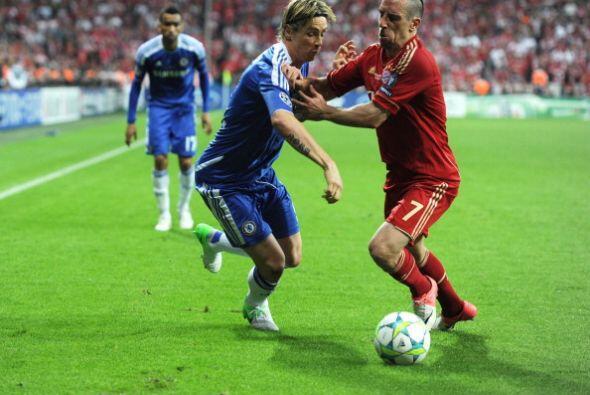 Di Matteo, técnico del Chelsea, hizo cambios de inmediato. Fernan...