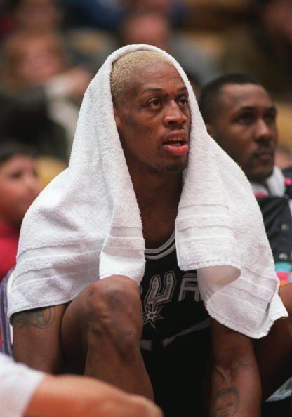 Además, fue colocado en el equipo defensivo del año de la NBA también en...
