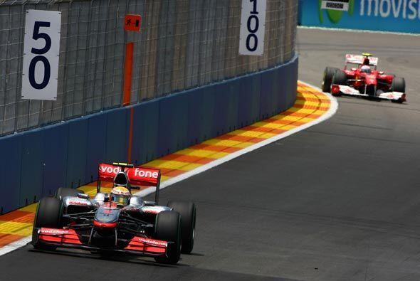 Lewis Hamiltion aprovechó la salida del auto de seguridad por un acciden...
