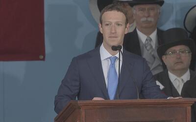 Zuckerberg se emociona al hablar de un estudiante indocumentado durante...