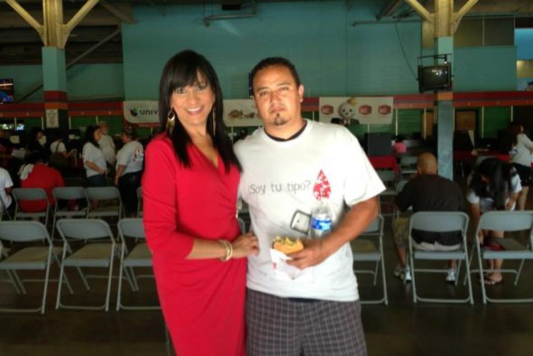 Maribel López  acompañada de un donante.