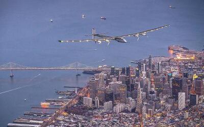 """El avión alimentado por energía solar """"Solar Impulse 2"""" voló este sábado..."""