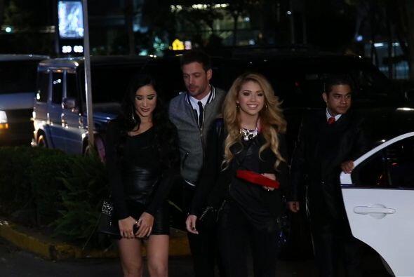 Levy con Geissie y Paloma a su llegada al restaurante.
